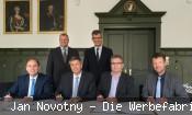 Siegfried Pflüger, Bürgermeister Christof Nitz, Arno Asal (Stadt Schopfheim), Markus Nägele; stehend von links: Alexander Guhl (Bürgermeister Bad Säckingen) und Martin Steiger