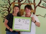 Spendenübergabe an Julia Diaz, Leiterin der Kita Langenau von Manuela Röhl