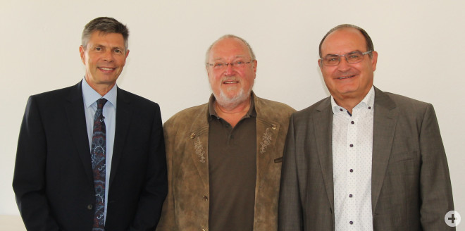 v.l.: Bürgermeister Christof Nitz, Helmut Bäckert, Fachbereichsleiter Thomas Spohn